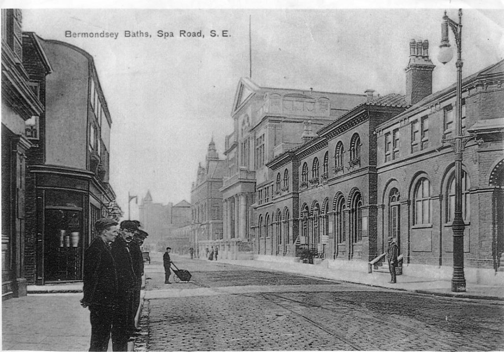 Spa Road, Bermondsey. 1906. The building with pillared entrance is the Town Hall.