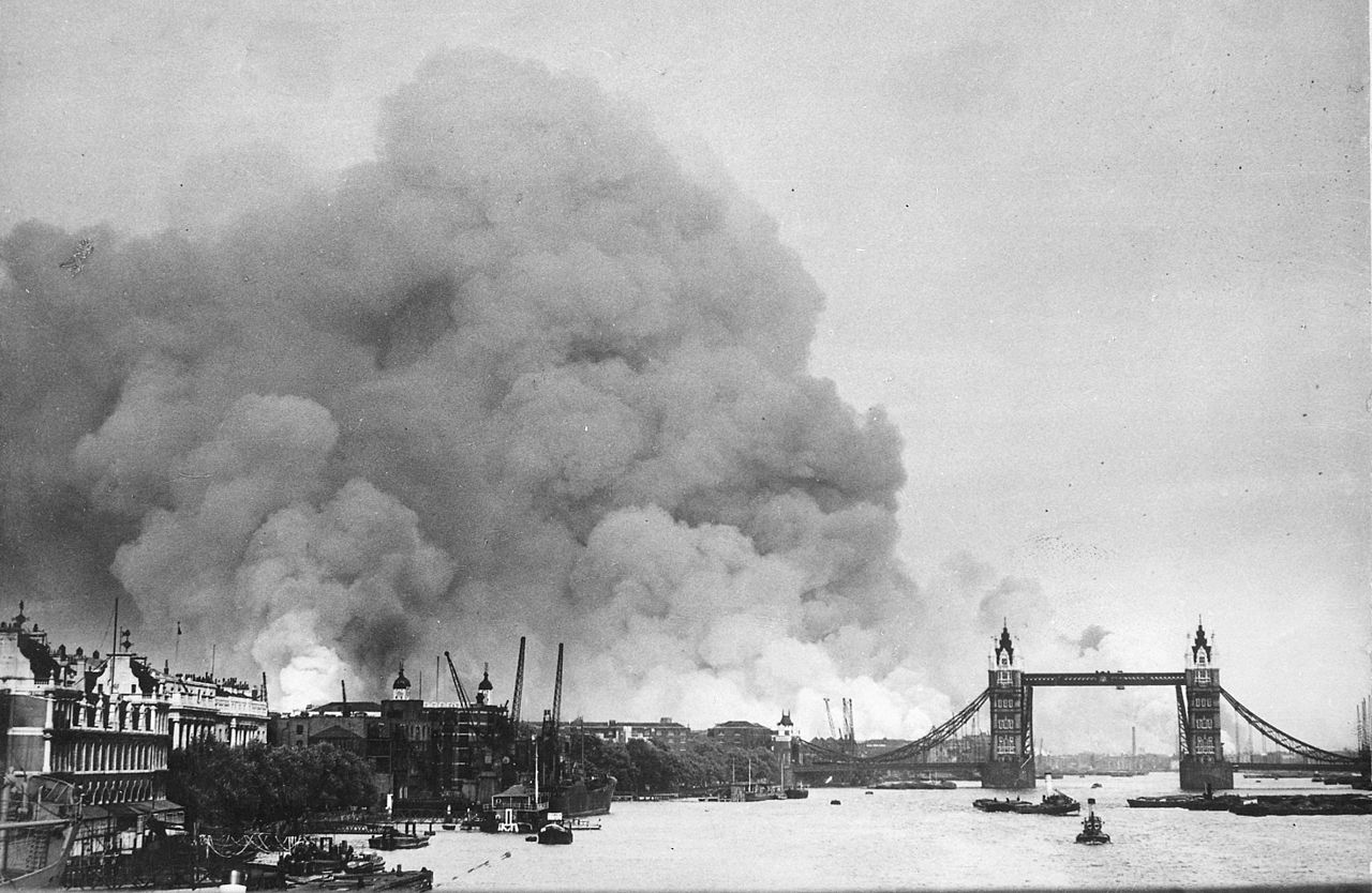 Smoke from Surrey docks ablaze 1940
