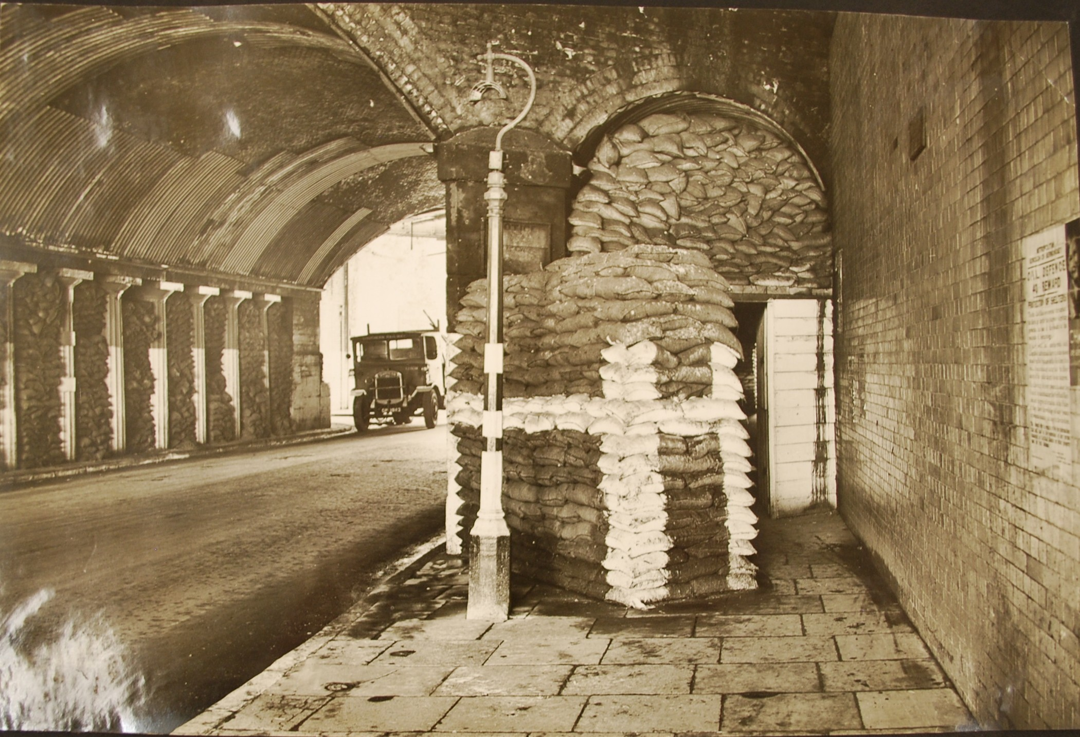 Bomb shelter Spa Rd Arch Sept 1939 (2)